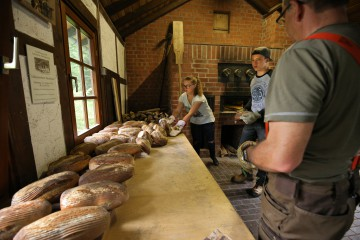 Brotbacken im Backes in Erkensruhr
